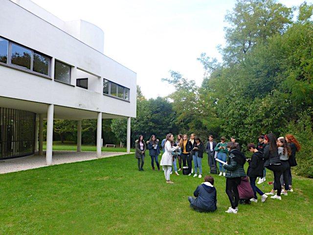La première visite des élèves à la Villa Savoye