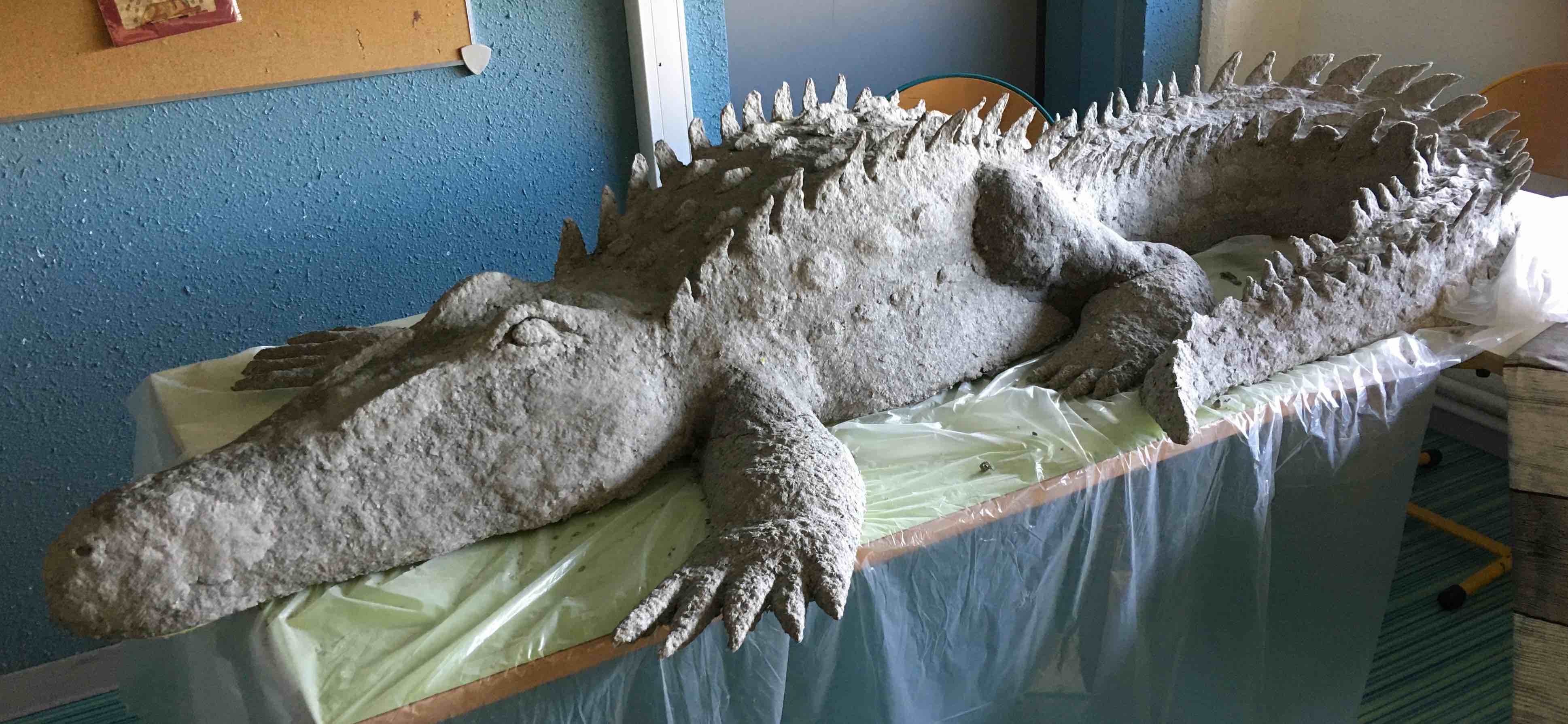 Crocodile du Nil en papier mâché (en cours)