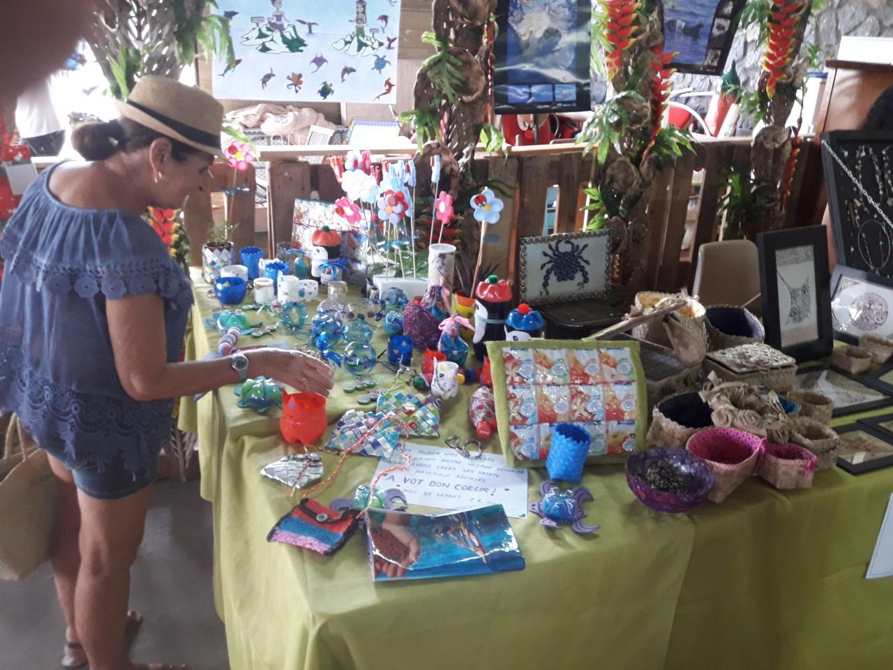 2018, stand de sensibilisation et vente de nos créations en matériaux recyclés