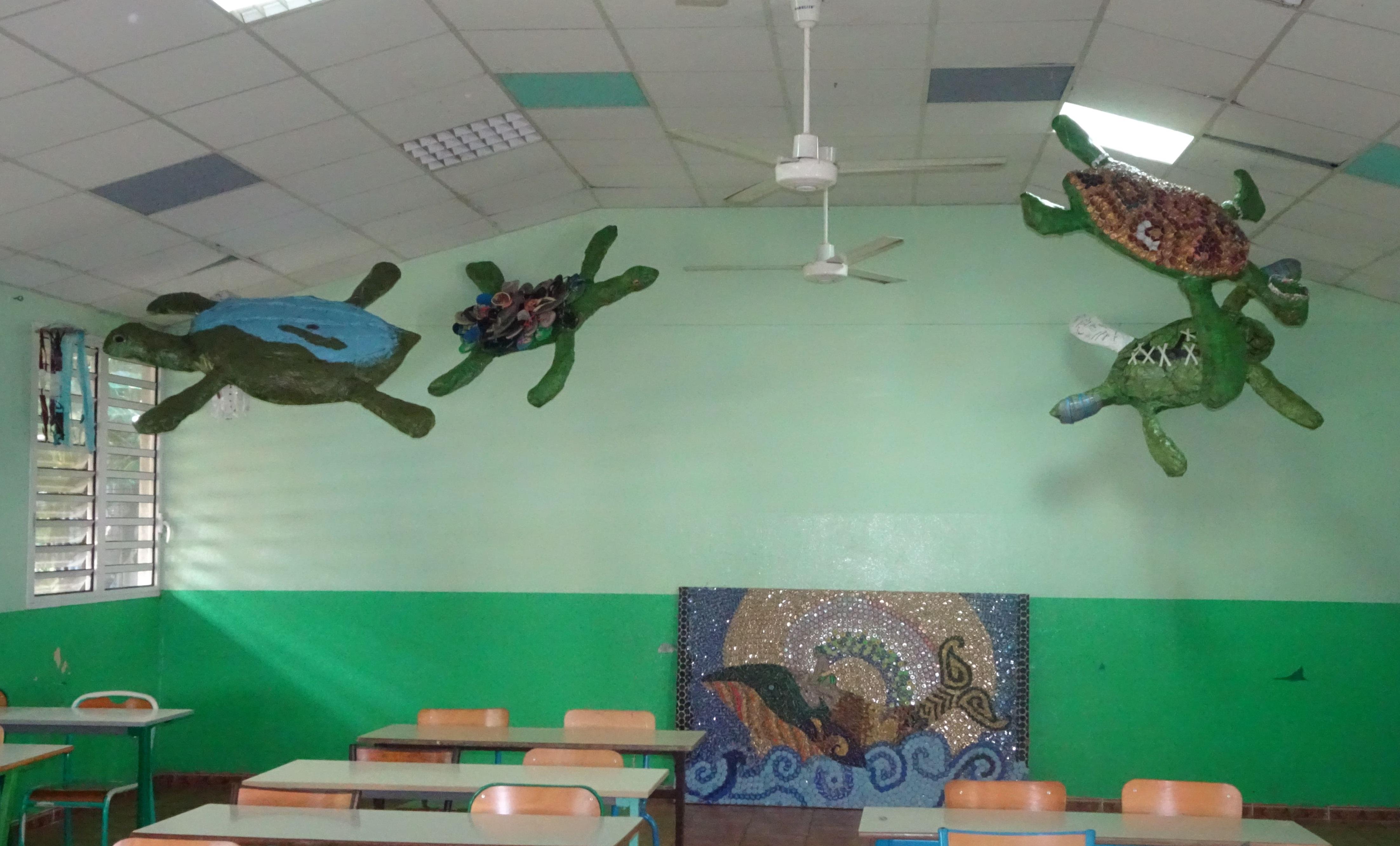création de 4 sculptures (matériaux recyclés) de tortues évoquant les dangers qu'elles encourent
