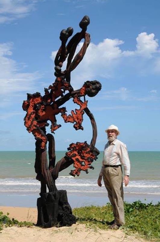 Frans Krajcberg et une de ses oeuvres qui nous ont tant inspirés !